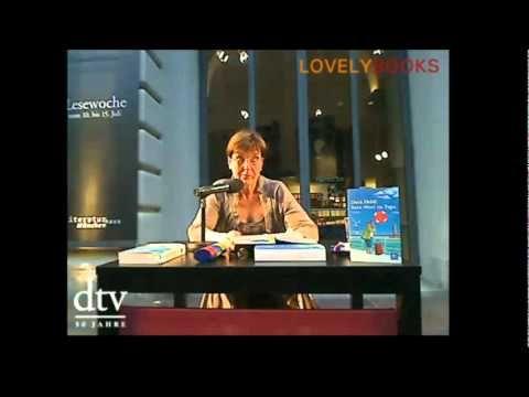 """Dora Heldt liest aus """"Urlaub mit Papa"""" - """"Tante Inge haut ab"""" - """"Kein Wort zu Papa"""" - Lesung von Lovelybooks.de http://www.lovelybooks.de/lesung/"""