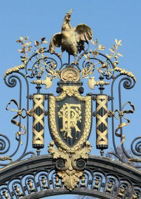 Le Palais de l'Elysée, è la residenza ufficiale del Presidente della Repubblica Francese. Si trova al 55 di rue du Faubourg-Saint-Honoré a Parigi, nell'ottavo arrondissement. Appartenuto alla celebre Madame de Pompadour, costituisce un notevole esempio di architettura e decorazione rococò.