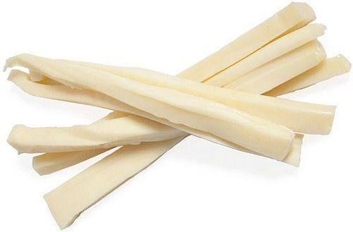 """TOSONE o tosello è un ritaglio di formaggio tipico nel comprensorio del Parmigiano Reggiano e del Grana Padano. Un formaggio fresco a pasta cotta, privo di crosta, dal colore giallo paglierino tenue con pasta uniforme, tenera e priva di occhiature. Si presentava sotto forma di fettuccine, quasi gommose, lunghe e di spessore variabile. In origine era il formaggio ricavato """"tosato"""" dalla rifilatura delle forme. #CarnevaliLuigi https://www.facebook.com/IlBuongustaioCurioso/"""