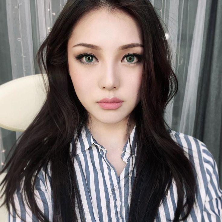 Her makeup is dope
