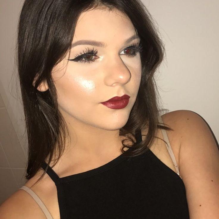 "Makeup details: #foundation : @lorealmakeup infallible  #bronzer : @wetnwildbeauty contouring pallette #brows : @catrice.cosmetics  #highlight : @sleekmakeup solstice palette #eyeliner : @katvondbeauty tattoo liner #lips : @colourpopcosmetics ultra satin lip in the shade ""lost"" #lashes : @kissproducts in the style ""daisy"" . . #eyebrows #lipstick #sleekhighlighter #sleekmakeup #fullface #makeup #mascara #makeuppoppin #makeupartist #redlips #eyelineronfleek #beauty #beatmakeup #mua #desiimua…"