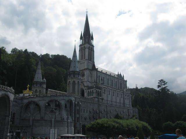 Церковний комплекс - санктуарій Нотр Дам де Лурд (Sanctuaries Notre-Dame de Lourdes) місто Лурд.