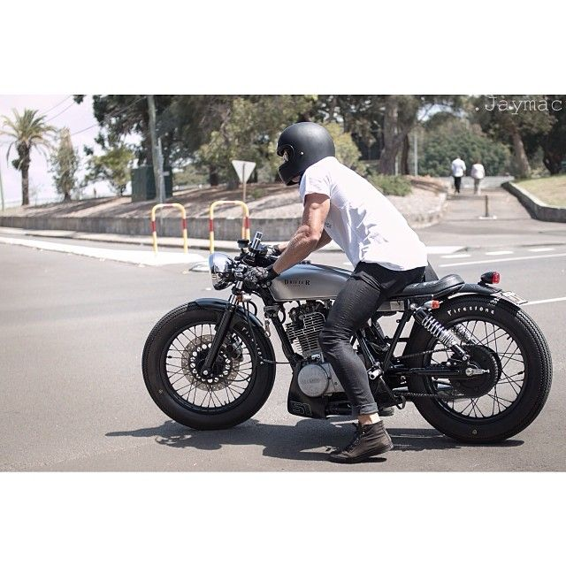@_jaymac_'s photo of @craigs82 and his Yamaha SR400 || Loving the stance on this bike, low and compact. Check out that small lower fairing, a small part that makes this bike stand out from other builds and improved the overall shape of the bike