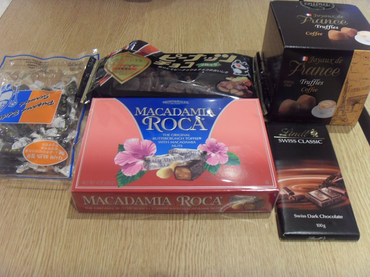 Chocolates and seaweed jelly bought at Lotte Department Store Cheongnyangni branch. Mom chose many desserts.