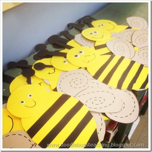 Bug Crafts Bumble Bees Trace Lines On Wings