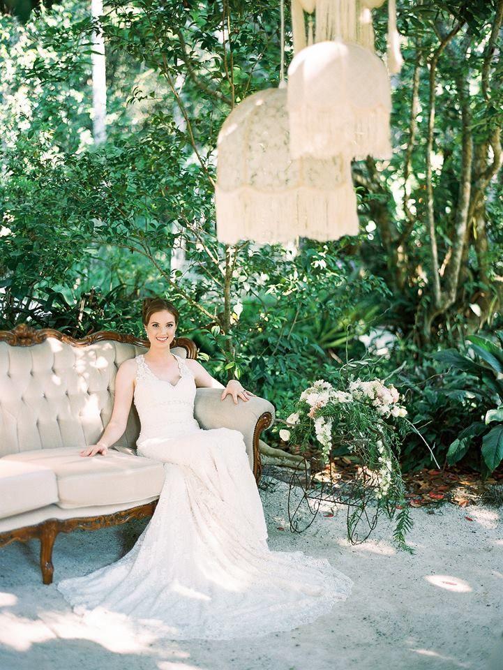 Lace vintage lamp shades still in wedding fashion.