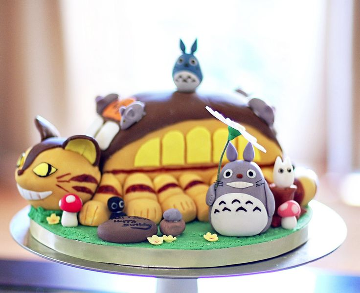 Totoro Cake....  I. Must. Have!