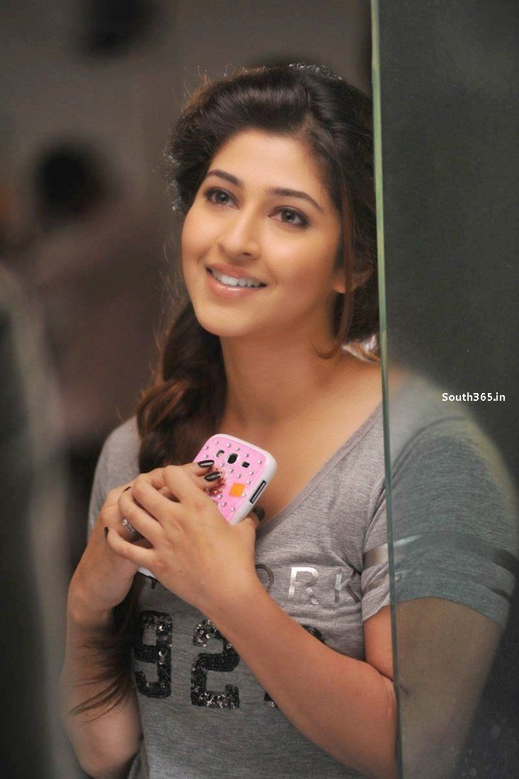 Actress Sonarika Bhadoria in Jadoogadu Telugu Movie 2015