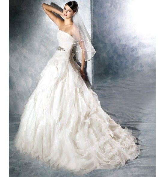 Noray, Vestido de novia White One. Falda de pañuelos y cuerpo plisado