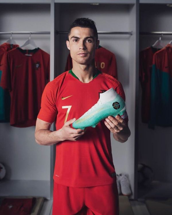 look for hot sales on feet shots of BEST 13 CRISTIANO RONALDO WALLPAPER PHOTOS HD 2019 CR7 ...