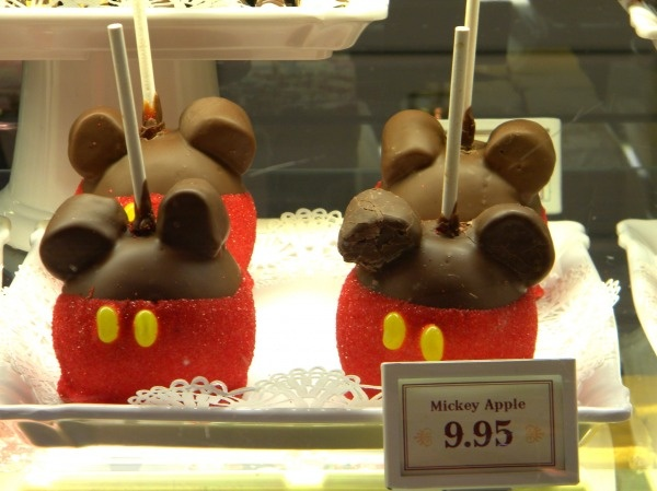 Chocolate-covered caramel apple at Main Street Confectionery