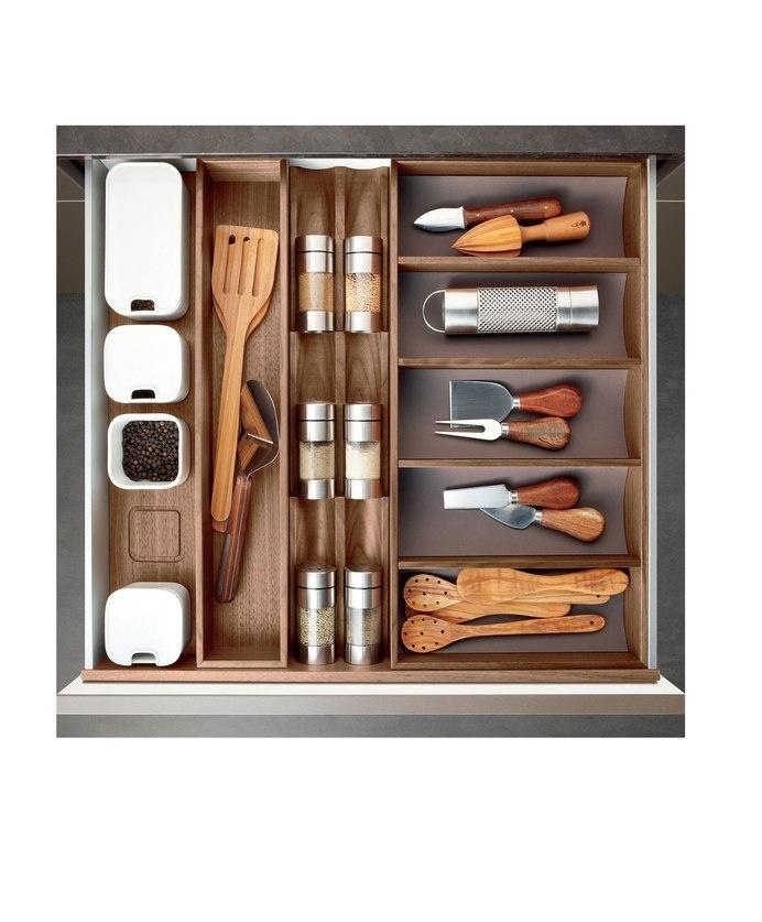 Kitchen: beautiful organisation of beautiful additions