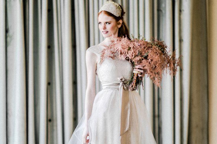 DRESS I O S O Y alice, tulle layer HEADPIECE Niely Hoetsch PHOTO www.elena-engels.com MODEL Sarah Ramelsberger HAIR MAKE UP Melanie Huber