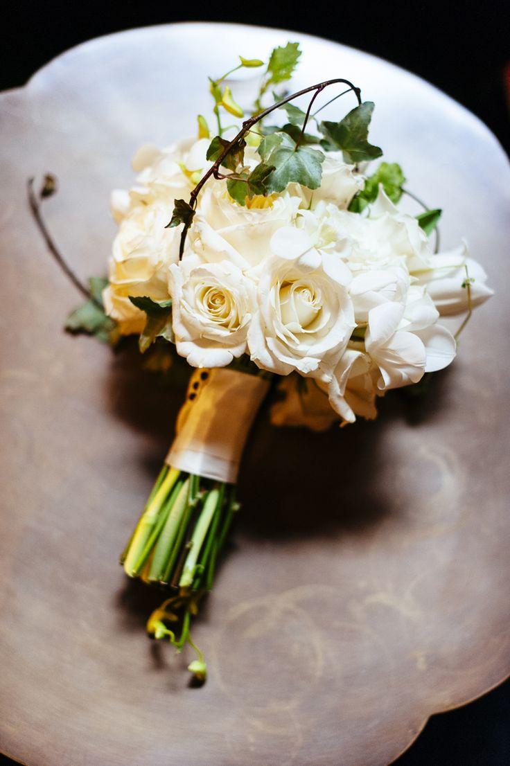 Classic white wedding bouquet (Iluminada Photography)