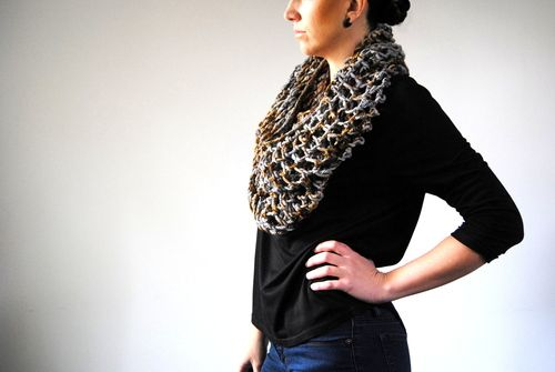 T I T A N - Cowl design by Lisa Mutch -   Big, bold, and dramatic, this stylish infinity loop cowl knits up super fast with bulky weight yarn. http://www.ravelry.com/patterns/library/titan