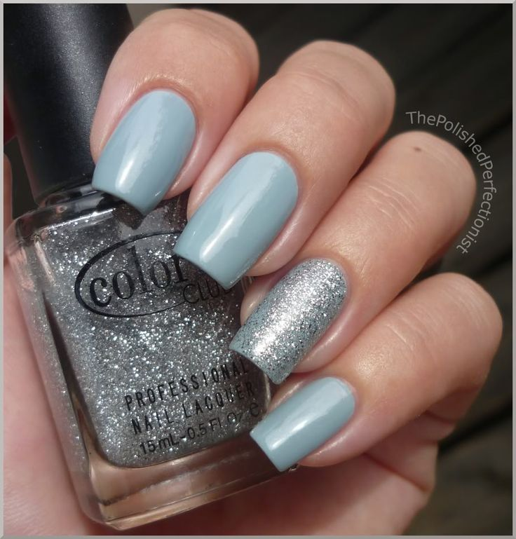 The light grey-blue polish She's wearing is Rain Polish from Eyeko, but it looks just like the China Glaze Sea Spray that I own.