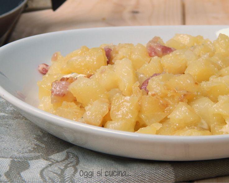 Patate con pancetta e gorgonzola in padella