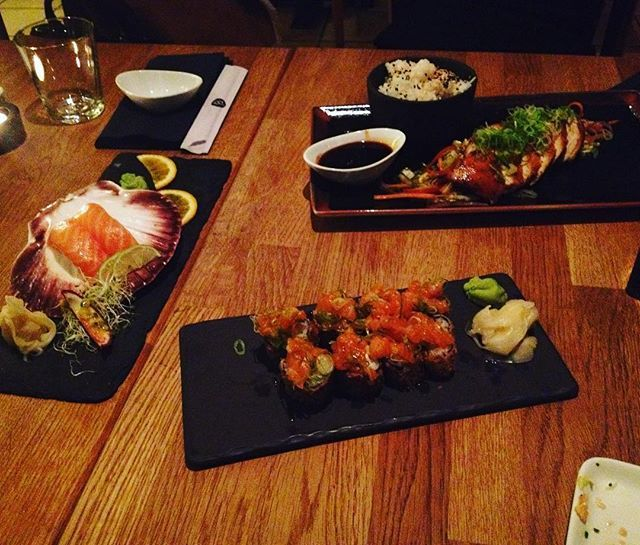 WEBSTA @ sofil88 - Comer sushi na Noruega feito por portugueses 👌🏼🇳🇴🎊🎉🍙🍘...............#norway #tromsø #noruega #råsushi #sushi #birthdaydinner #itsmybirthday #birthday #november #novembro #25denovembro #autumn #fall #outono #dinner #friday #fridaynight #likeforlike #like4like #ferias #holidays #livelife #happy
