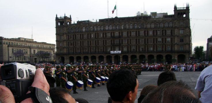 Mexico, la garde devant le Palais National.
