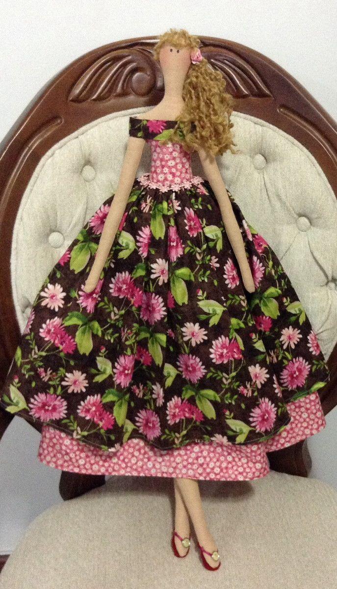 Boneca confeccionada com tecidos importado e cabelinho de lã!