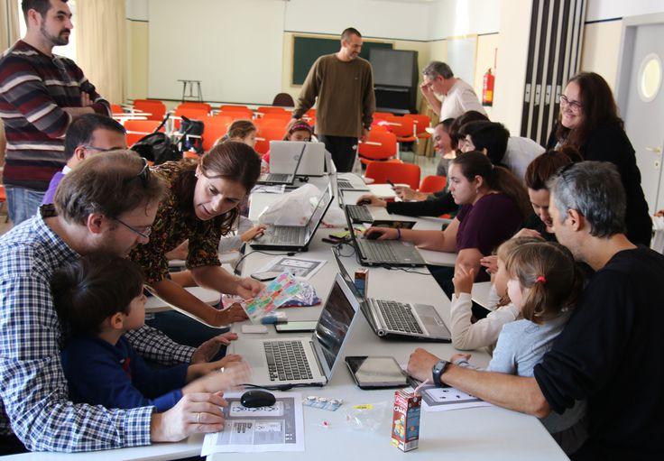 Scratch en familia, el comienzo de un bonito proyecto dentro de HackLab Almería  #Momandgeek #HackLabAlmería #Scratch #familia