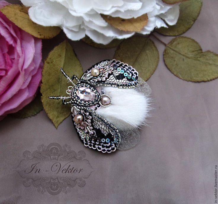 Купить Кокетливый жук брошь - бледно-розовый, жук, жуки, брошь, брошь ручной работы