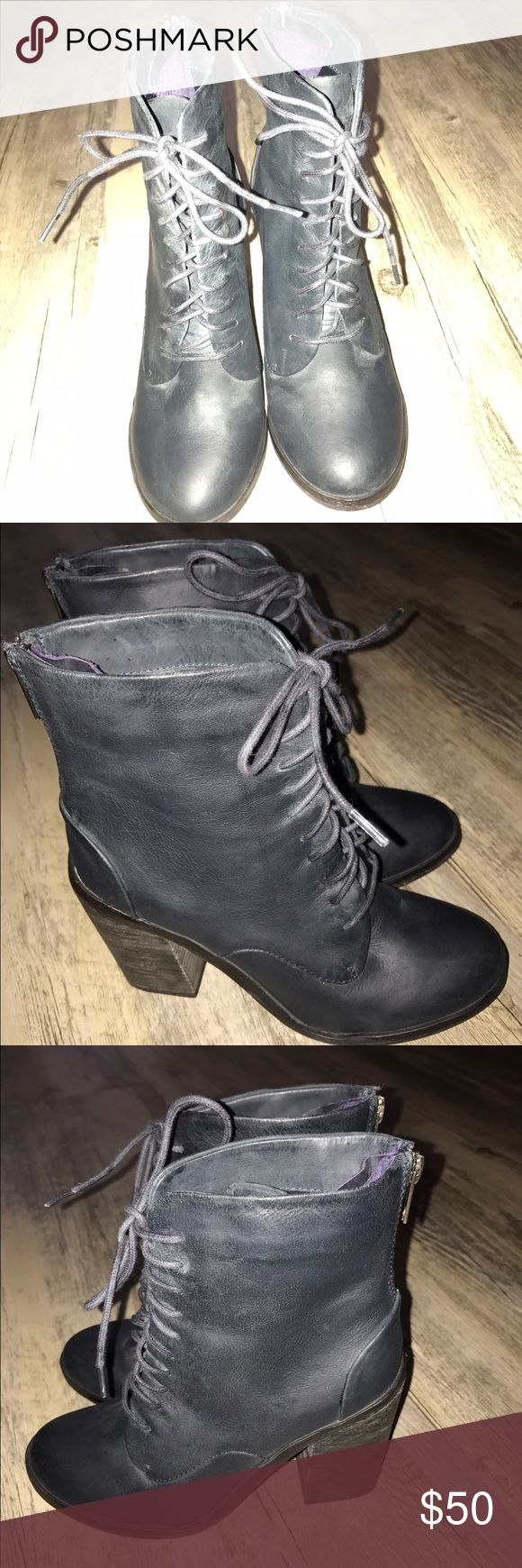 WOMEN'S SHOEMINT GENUINE LEATHER BLK/GREY BOOTS WOMEN'S SHOEMINT GENUINE LEATHER LACEUP STACK HEEL BLK/GREY BOOTS SZ: 6 W/REAR ZIPPER DETAIL CLOSURE! GOOD CONDITION‼️ AS IS‼️ NO BOX‼️ NO TRADES‼️ Shoemint Shoes Lace Up Boots