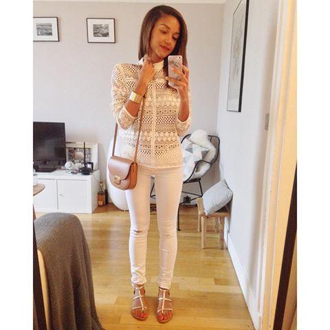 WHITE #ootd #whatimwearingtoday • top #mango • jeans #Zara • nu pieds #kjacques • sac #trotteur #trotteurbag #celine  Bon lundi les copines!
