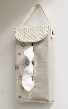 boite de mouchoirs .... Hanging tissue box cover [Use] Fabric Boyle a washer / Ivory → 38.5cm × 14cm cotton linen. dots Canvas / Purple → 27cm × 19.5cm floral cotton linen. Natural → 27cm × 72.5cm plain. linen [Others] ★ this blend tape → 60cm × 1 ★ coconut button (φ15mm) → 1 co- ★ Embroidery Thread (Brown)