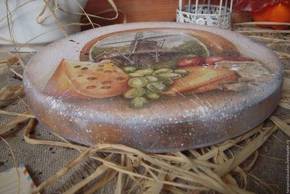 Купить или заказать 'Голландский сыр' - доска сырная в интернет-магазине на Ярмарке Мастеров. Помещение, где каждый день выпекается, жарится или варится очередной шедевр, тоже заслуживает внимания хозяйки. Такую доску можно использовать по прямому назначению. ... И конечно же, на кухне она должна занимать самое видное место! *** Сделана из массива дерева, применять для нарезки и сервировки сыра. *** Все материалы использованные в работе абсолютно безопасны для Вашего здоровья.