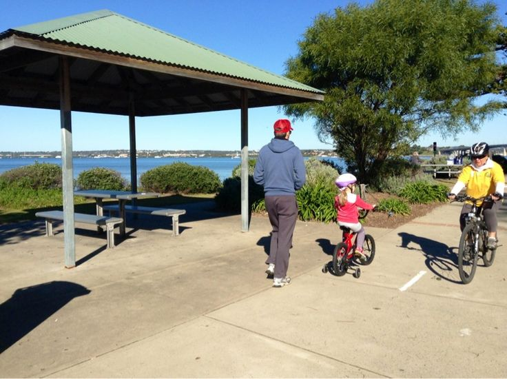 This level path, which forms part of the Sydney Coastal Walk, runs the length of Cook Park from Sans Souci to Wolli Creek along the Botany Bay beach front. You can swim in one of the six swimming spots along the trail. #walk #botanybay #sanssouci #mcgrathstgeorge