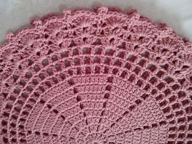 Souplast em crochê, feito com fio MaXcor na cor rose 100% algodão, este fio é lindo e super macio mede 37 cm . super chique para prato grande pode ser feito em outras cores....26,00 à unidade.
