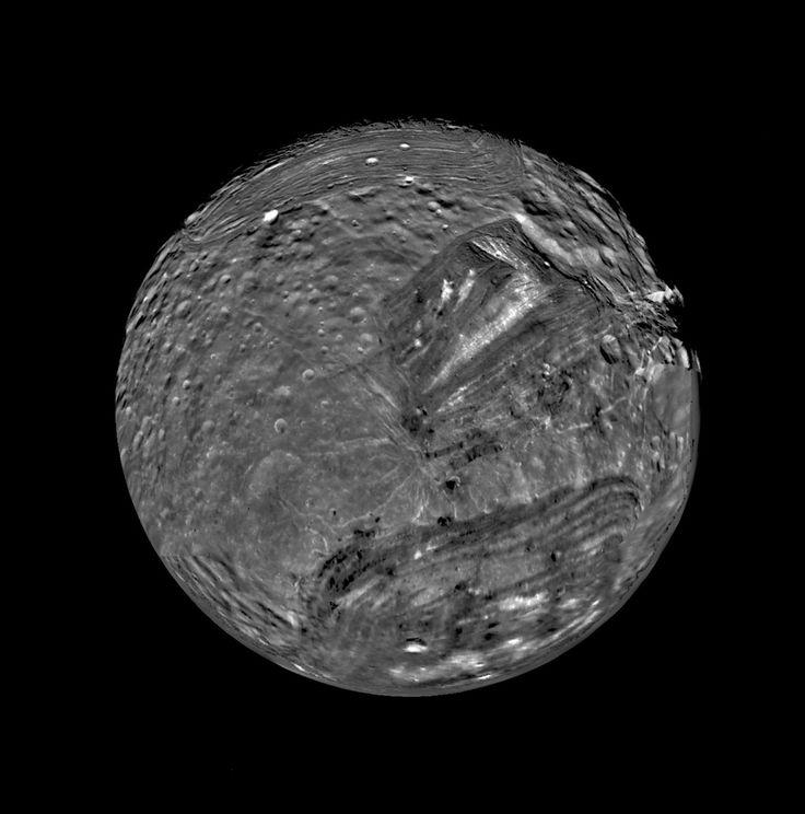 January 1986 - Voyager 2 Flyby Of Uranus' Moon Miranda [6588 X 6666]
