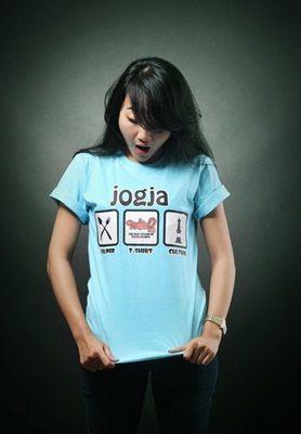 Kaos Jogja Mlaku2 Tshirt bahan cotton halus dengan sablon karet. sangat nyaman dan tidak panas saat dipakai >> http://goo.gl/CwjYgL