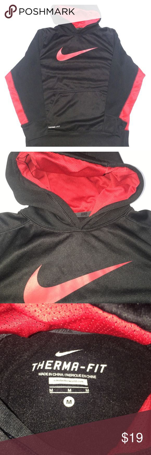 Boys Nike pullover hoodie In excellent condition! Nike Shirts & Tops Sweatshirts & Hoodies