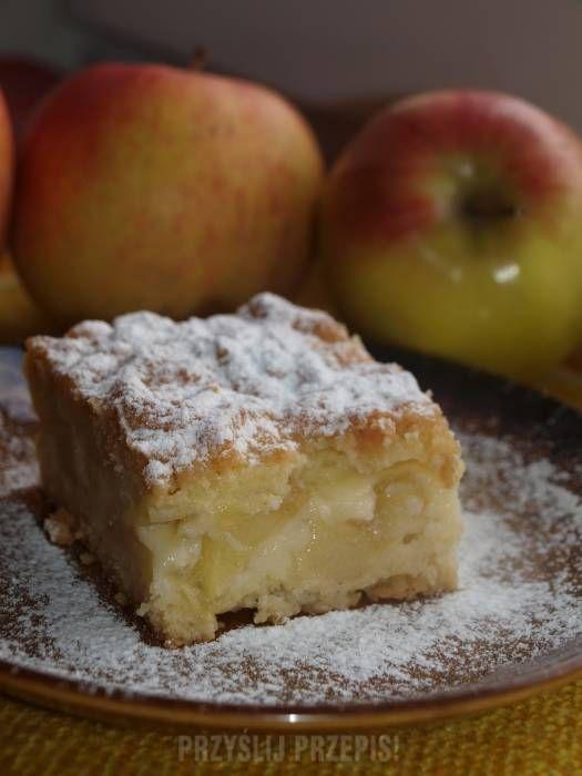 Ciasto z budyniem i jabłkami