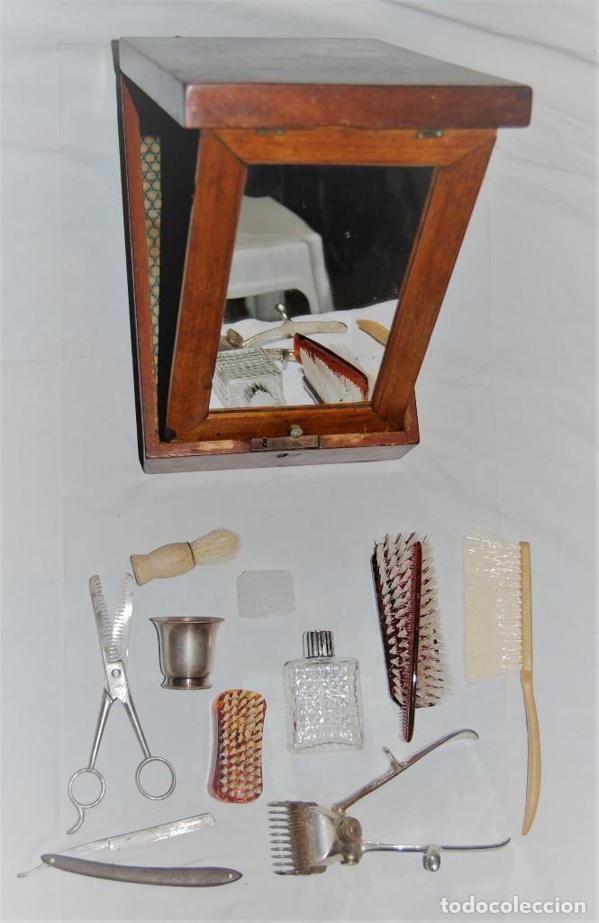 Antigüedades: CAJA ANTIGUA TOCADOR DE BARBERO CON ESPEJO Y NAVAJA CEPILLO TIJERAS PERFUMERO PEINE ETC - Foto 7 - 94177055
