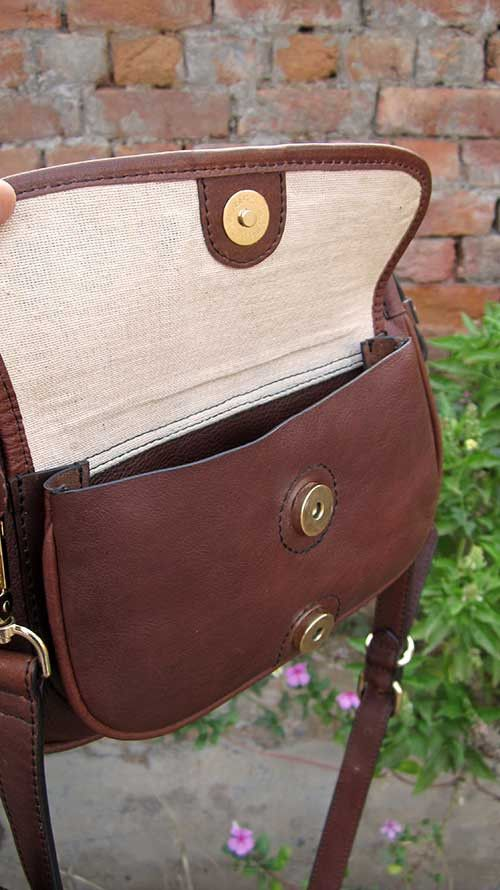 Raisin Gigi, Chiaroscuro, India, Pure Leather, Handbag, Bag, Workshop Made, Leather, Bags, Handmade, Artisanal, Leather Work, Leather Workshop, Fashion, Women's Fashion, Women's Accessories, Accessories, Handcrafted, Made In India, Chiaroscuro Bags - 8