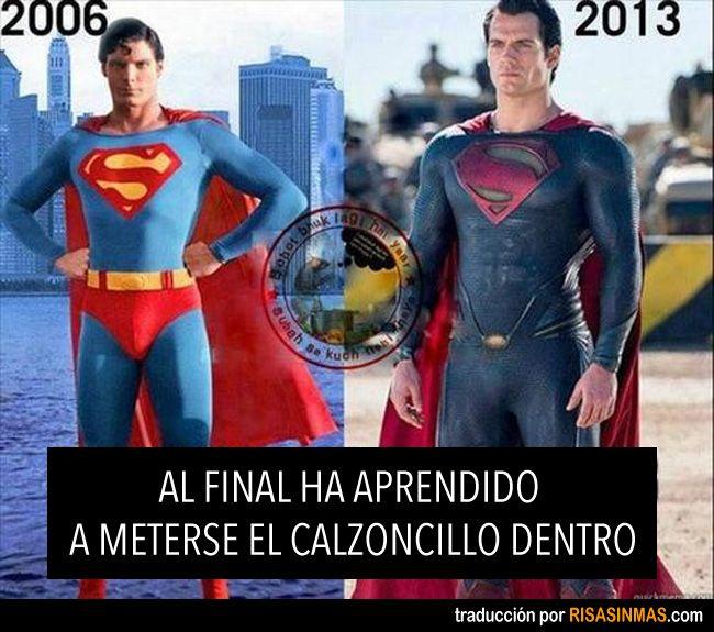 Superman 2013. Al final ha aprendido a meterse el calzoncillo por dentro.