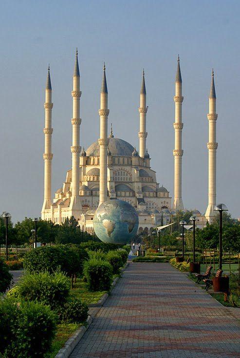 Sabancı Mosque seen from Merkez Park, Adana / Turkey (by Farooq Hammad).