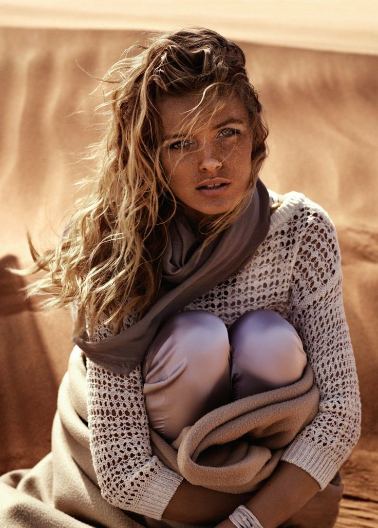 maglione leggero...foulard...coperta... :) vento..sole..