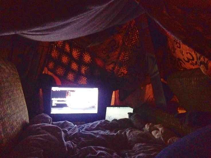 Forts for those Sunday mornings and coffee with your boyfriend ❤️ Photo by shanea asling