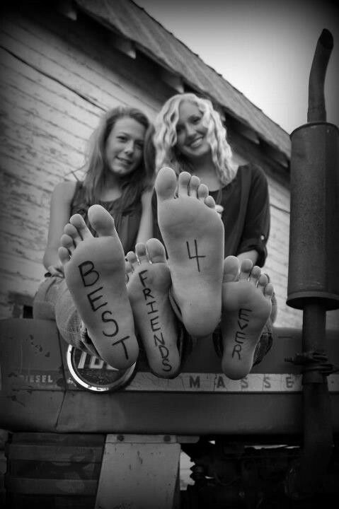 I want me and my best friend to do this! Problem is I have ugly feet lol... I can't wait until she sees this pin! ;-P
