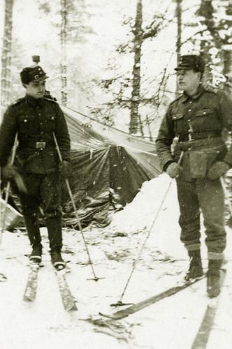 Finnish ski troops as part of the postal service to the front line. Pin by Paolo Marzioli