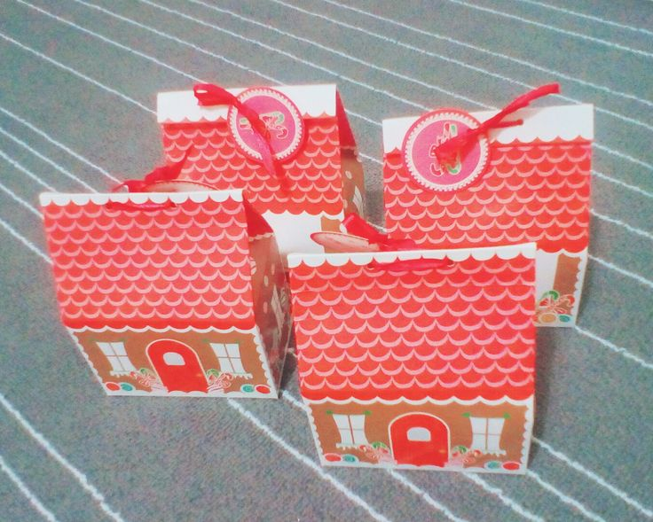 Cute little Christmas cookies boxes. Great idea for gifts for both family and friends!