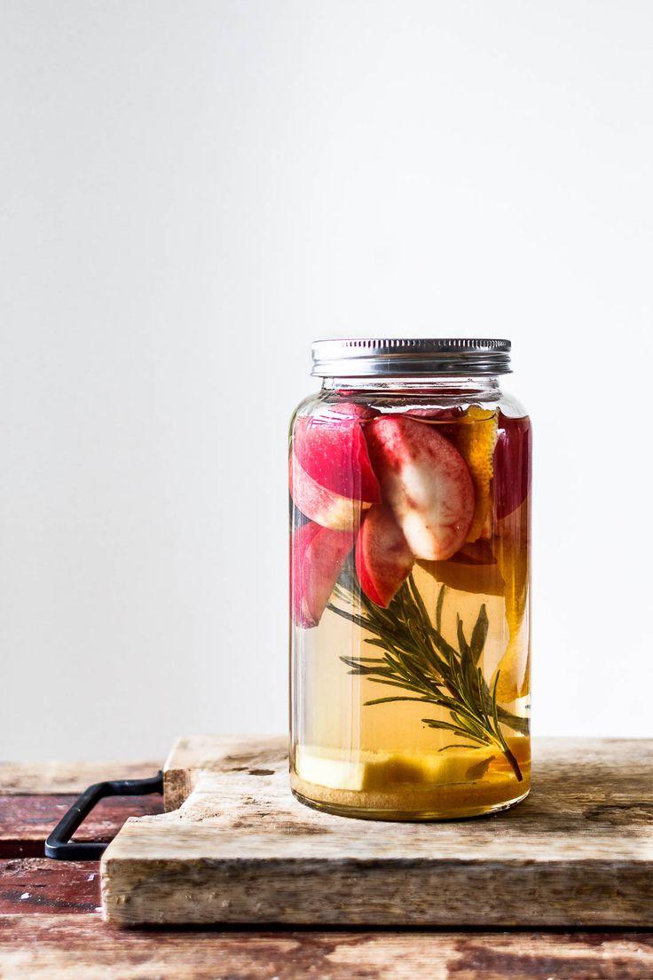 Hjemmelavet æblesnaps med rosmarin og ingefær