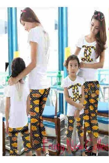 Stelan Mom & Girl Chanel ( Kaos Oblong + Celana Legging Jersey )     Ibu Fit M, Anak 4-6 tahun     Harga : Rp. 157.500,-/pasang     Kode Produk / Product Code : CL2312