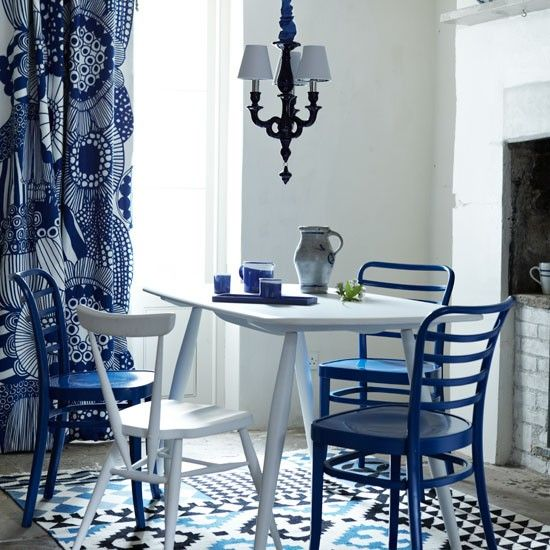 Blue & white dining room - love the Marimekko Sirtolapuutarha curtain fabric.