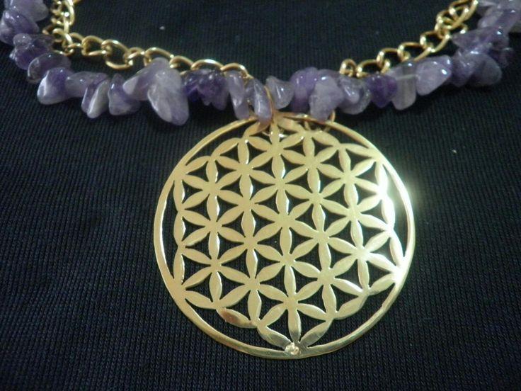 Flor de la vida con collar de amatistas, calada a mano ys con enchape de oro de 24k