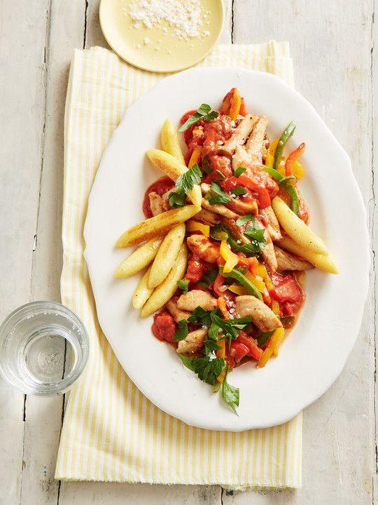 Schupfnudeln mit Paprika - Hähnchensoße, ein leckeres Rezept aus der Kategorie Geflügel. Bewertungen: 55. Durchschnitt: Ø 4,3.